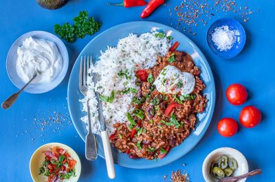 Chilli con Carne with rice and sour cream